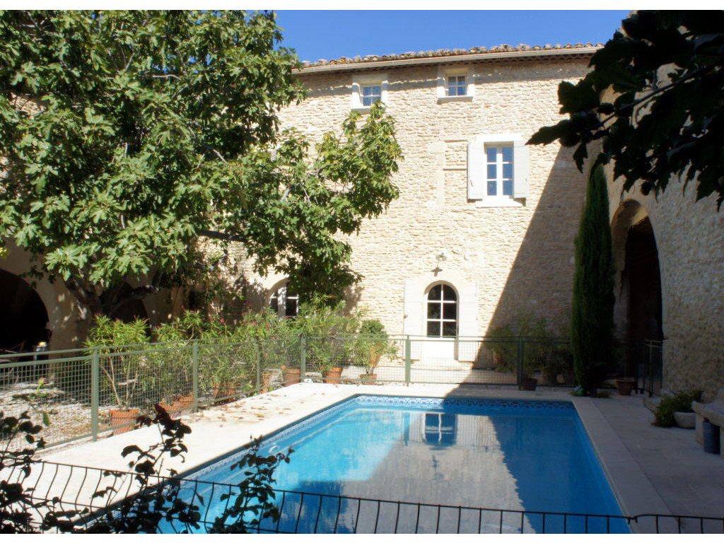 Locations vacances luberon provence for Camping luberon avec piscine
