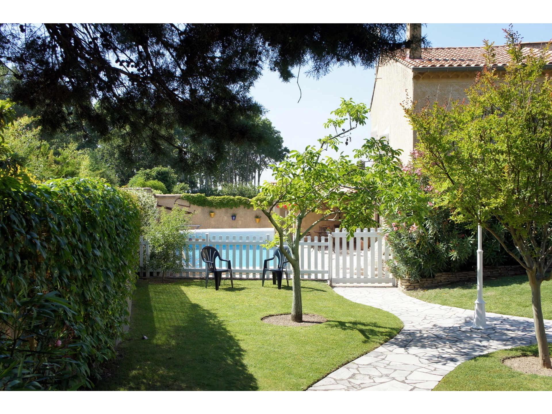 Location maison ind pendante 2 personnes les taillades for Location maison de vacances avec piscine privee